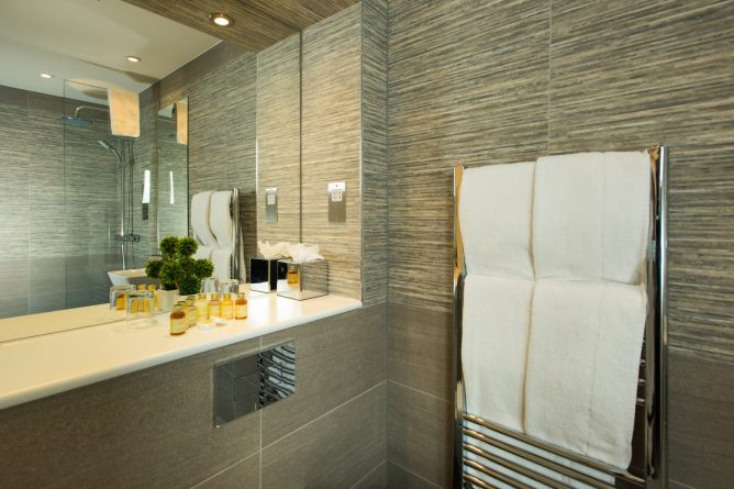 Plaza Executive Double Room's Bathroom   Park City Grand Plaza Kensington Hotel